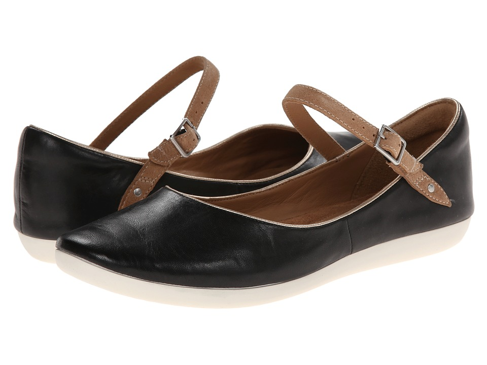 Clarks - Feature Film (Black Leather) Women's Flat Shoes