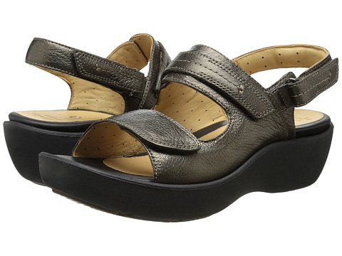 Clarks - Un Harvest (Bronze Leather) Women's Sandals