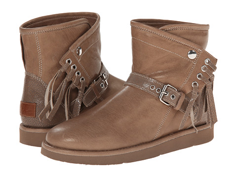 UGG Collection - Karisa Stingray (Chestnut) Women's Shoes