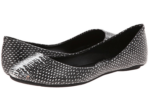 Steve Madden - P-Heaven (White/Black) Women's Flat Shoes
