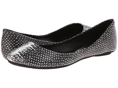 Steve Madden - P-Heaven (White/Black) Women's Flat Shoes