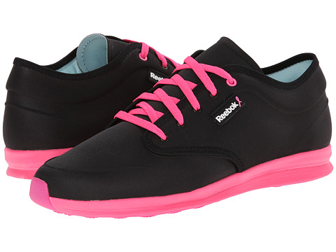 Reebok - Skyscape Chase (Pink Ribbon/Black/Electro Pink/Dynamic Pink) Women's Shoes