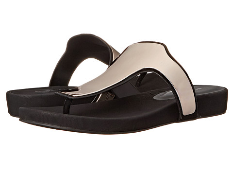 BCBGeneration - Triumph (Black Leather P) Women's Sandals