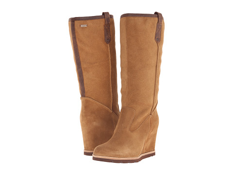 UGG - Soleil (Chestnut Suede/Leather) Women's Pull-on Boots