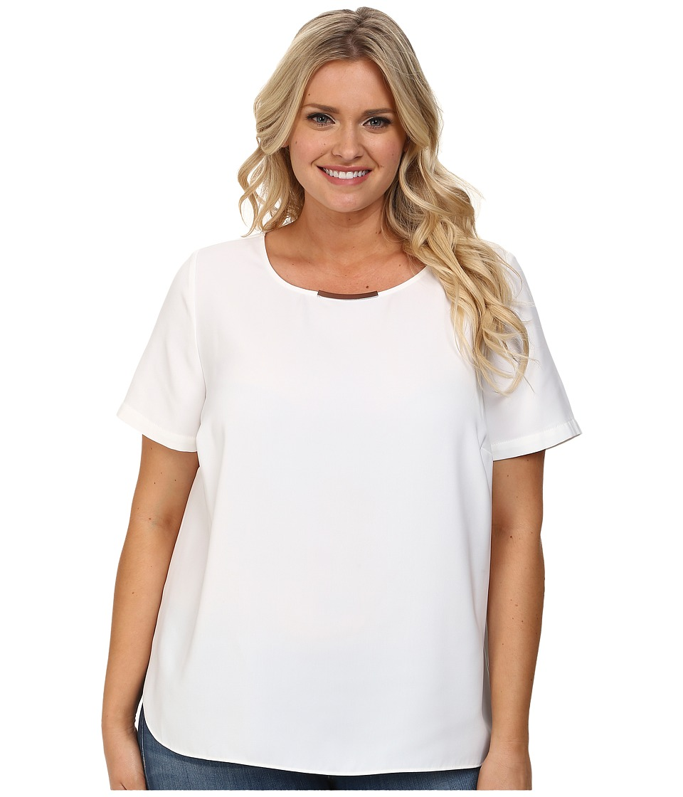 DKNYC - Plus Size Tech Crepe Hi-Low Short Sleeve Top w/ Metal Neck Trim (White) Women's Short Sleeve Pullover