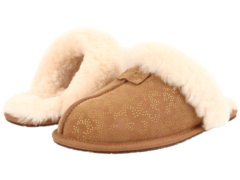 UGG - Scuffette II Metallic Conifer (Chestnut Suede) Women's Slip on Shoes