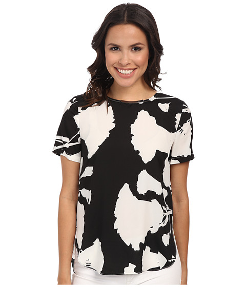 DKNYC - Printed Crepe De Chine Hi-Low Short Sleeve Top w/ Metal Neck Trim (Ivory) Women's Clothing