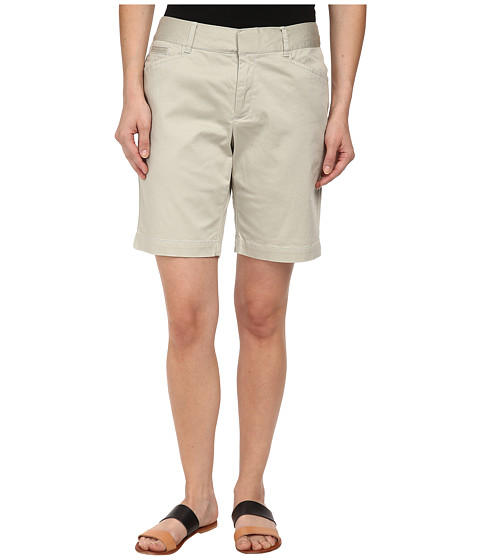 Dockers Petite - Petite The Vacation Bermuda (Porcelain Khaki) Women's Shorts