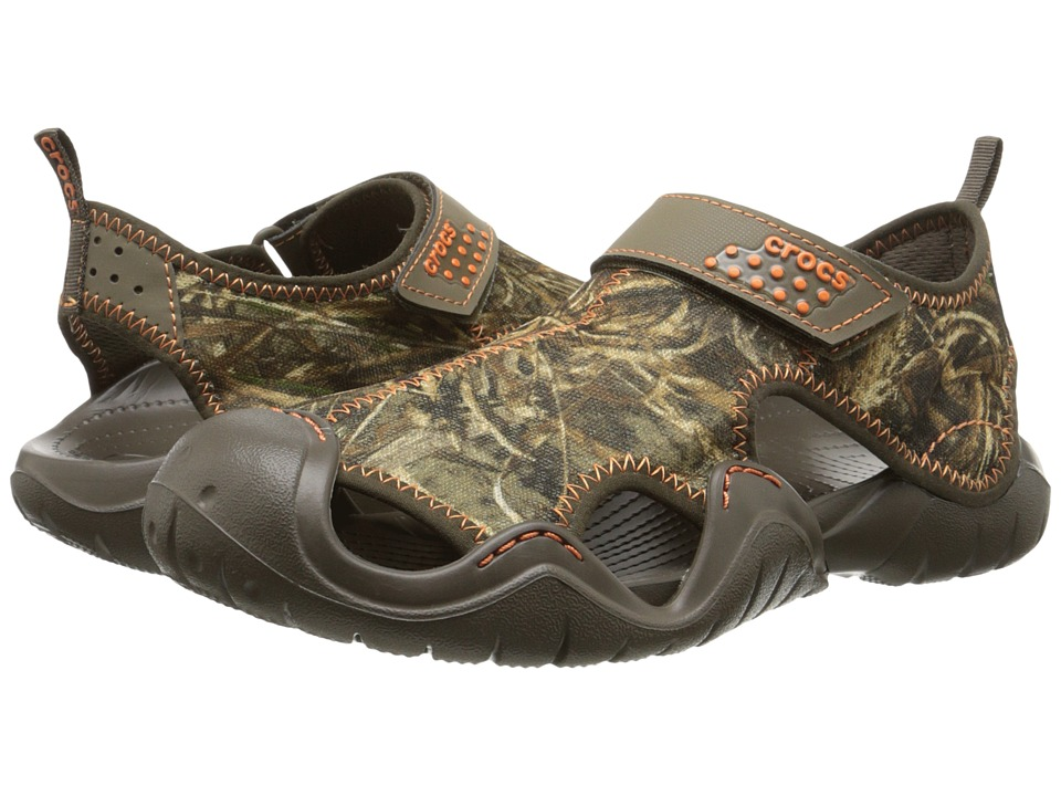 Crocs - Swiftwater Realtree Max 5 Sandal (Chocolate/Chocolate) Men's Sandals