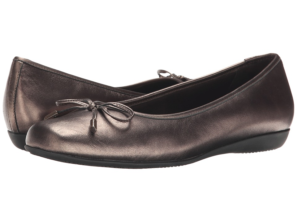 Trotters - Sante (Bronze Antique Washed Leather) Women's Slip on Shoes