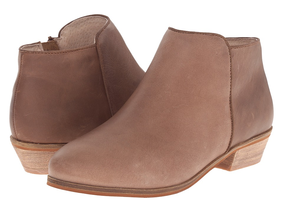 SoftWalk Rocklin (Brown Distressed Leather) Women