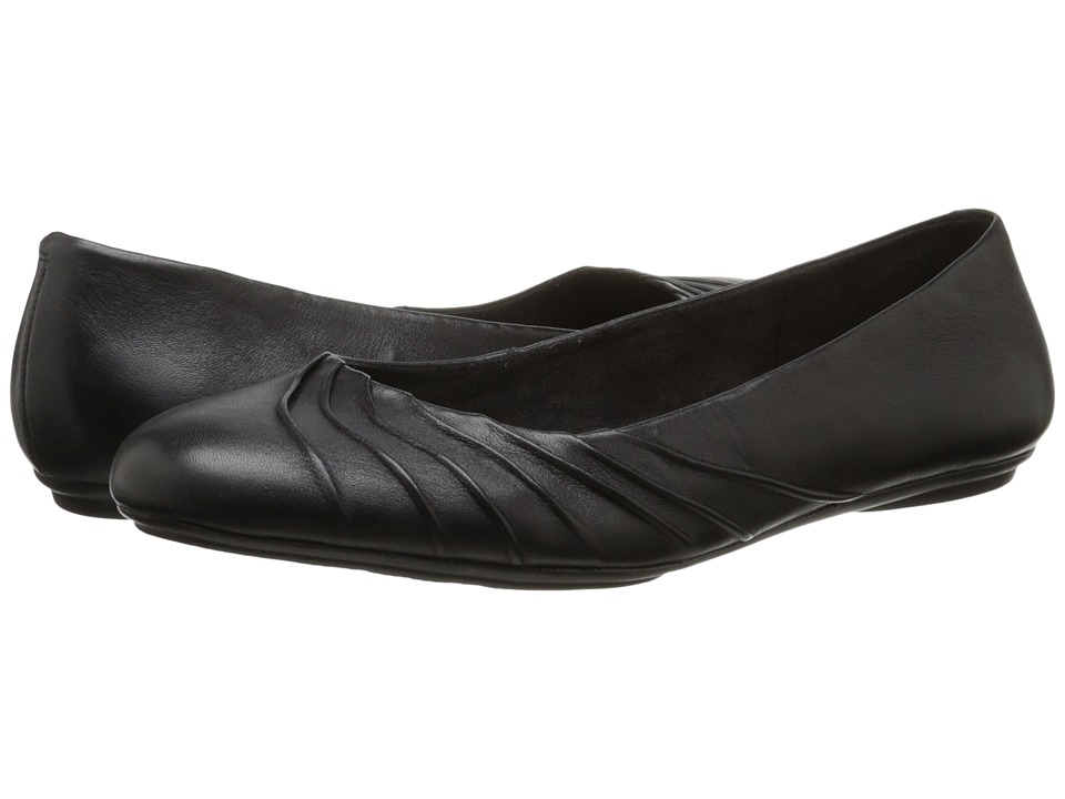 Hush Puppies - Zella Chaste (Black Leather) Women's Slip on Shoes