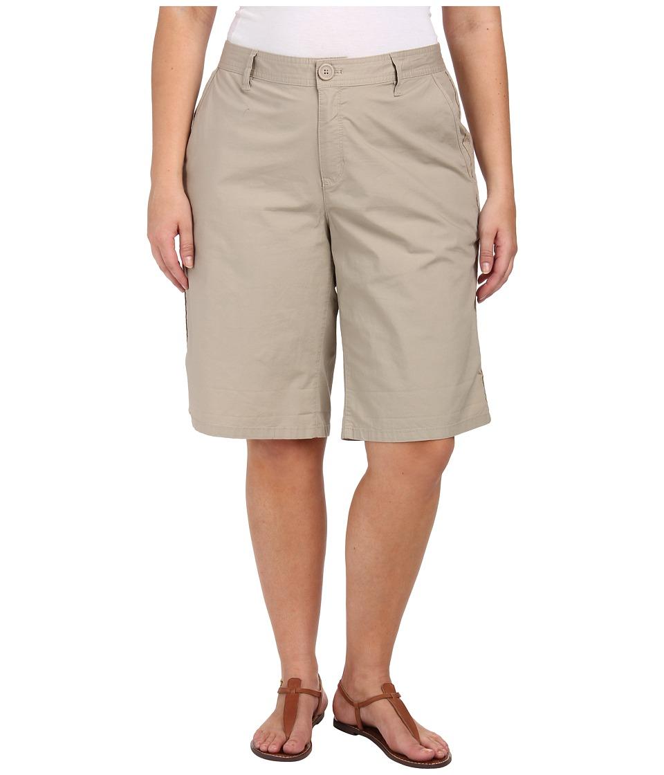 DKNY Jeans - Plus Size Lace Trimmed Star Poplin Bermuda Pants (Baja) Women's Capri