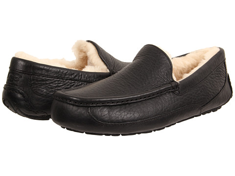 UGG - Ascot (Black Leather 1) Men's Slippers