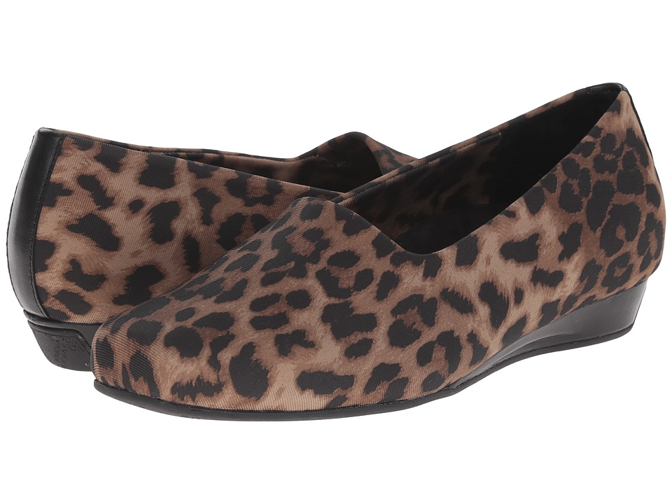 VIONIC Treat Powell Low Wedge (Tan Leopard Strech) Women