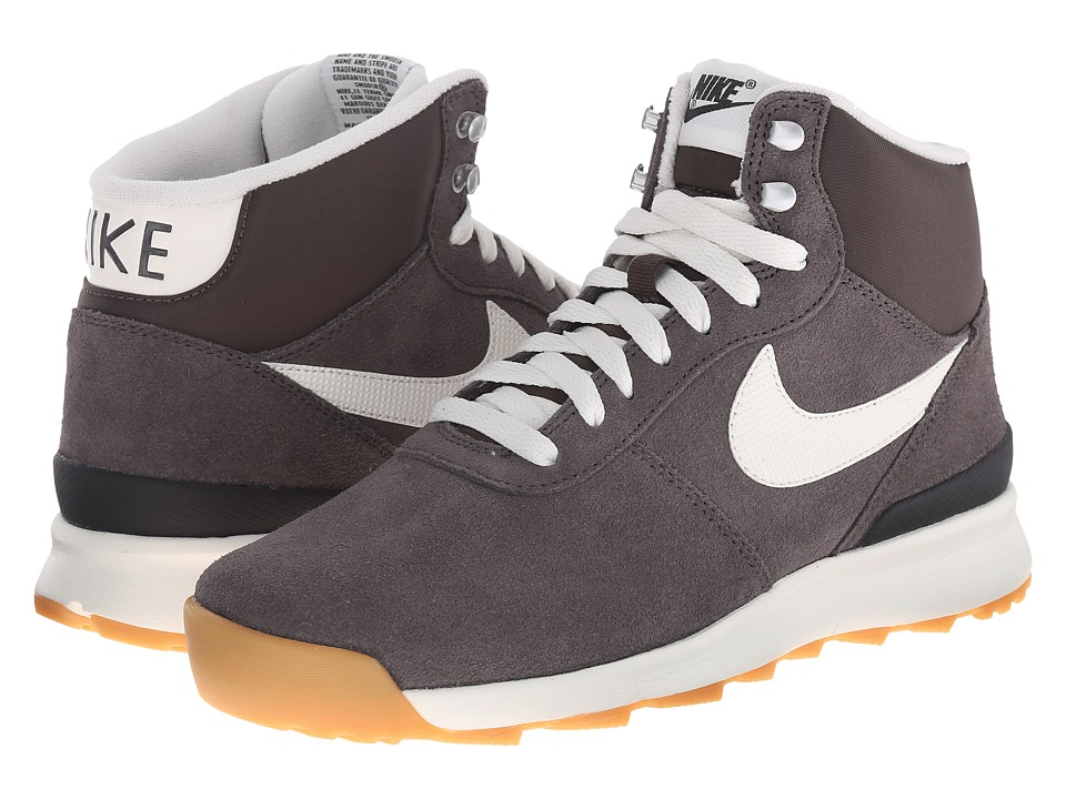 Nike - Acorra Suede (Dark Storm/Black/Gum Light Brown/Sail) Women