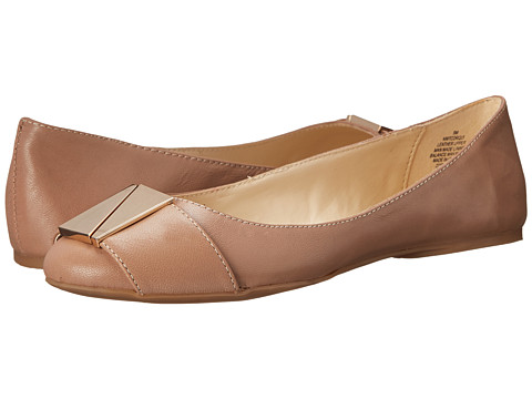 Nine West - Corqui (Taupe Leather) Women's Flat Shoes