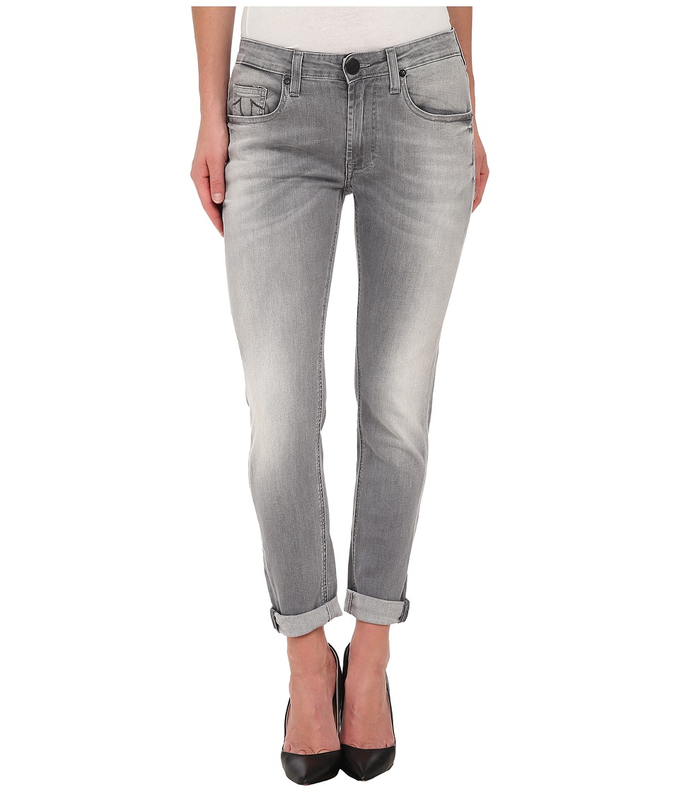 True Religion - Grace Low Rise New Boyfriend Jeans in Grey/White (Grey/White) Women