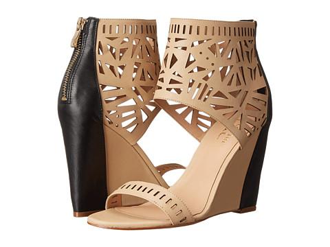 Nicole Miller Artelier - Turks (Nude/Black) Women's Shoes