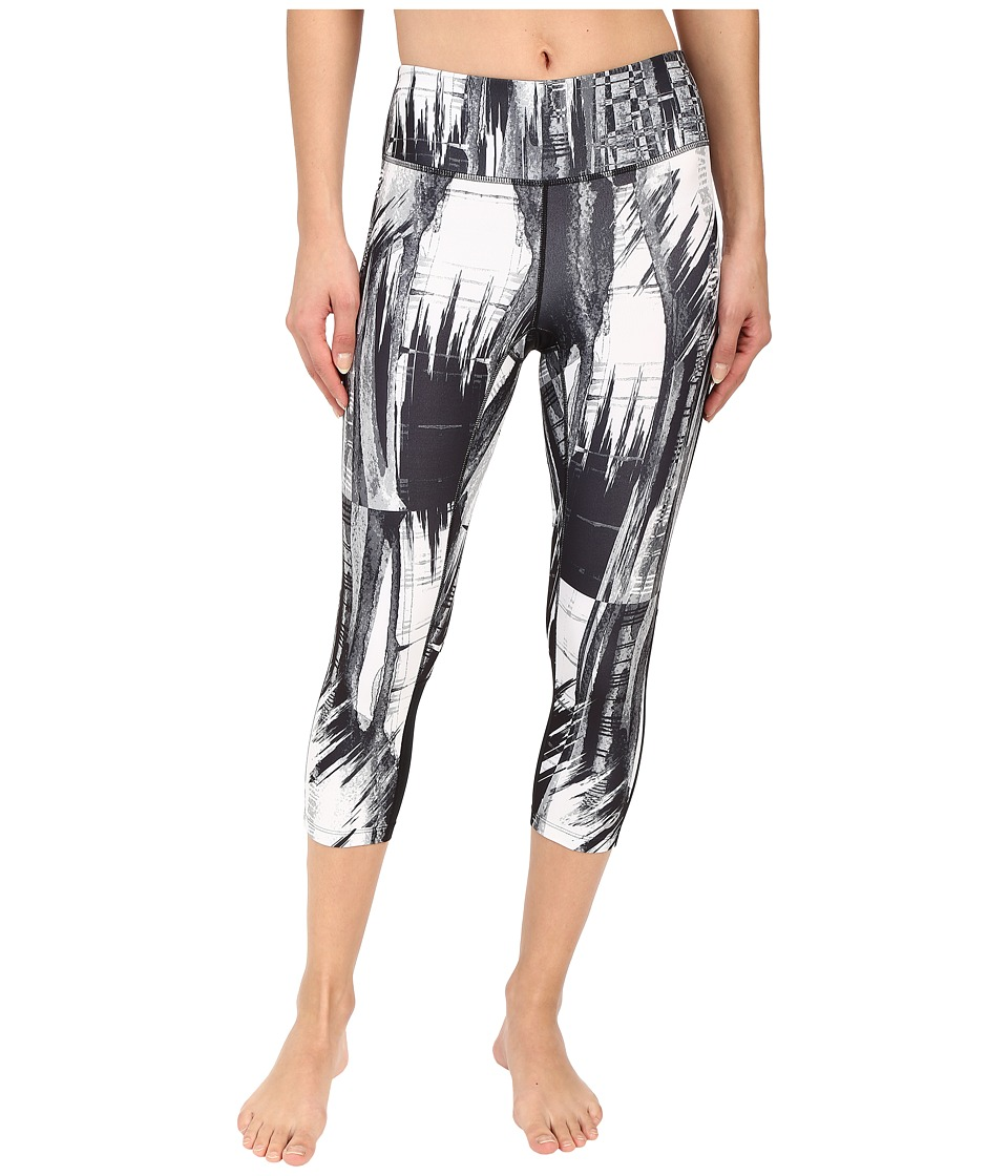 ASICS Performance Run Printed Capris (Black/White Glitch Print) Women