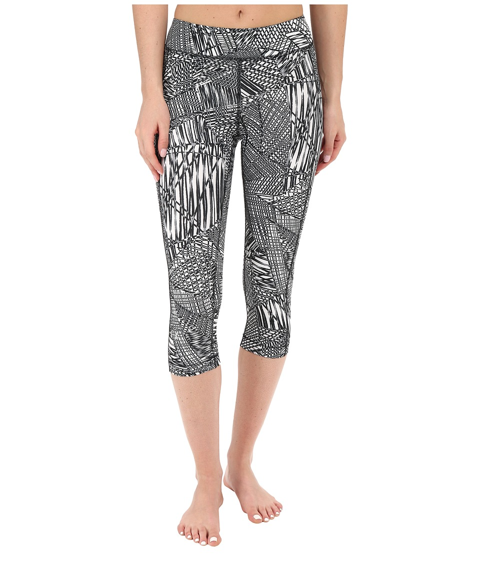 Under Armour - HeatGear(r) Armour Printed Capris (Black/White/Metallic Silver Mesh Map) Women's Capri