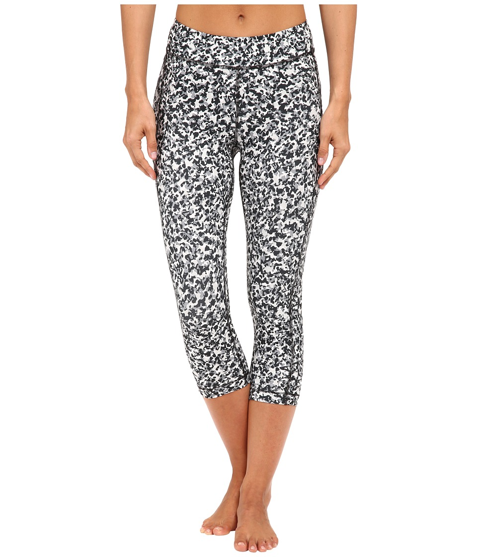Under Armour - HeatGear(r) Armour Printed Capris (Elemental/Black/Metallic Silver Berlin Blur) Women's Capri