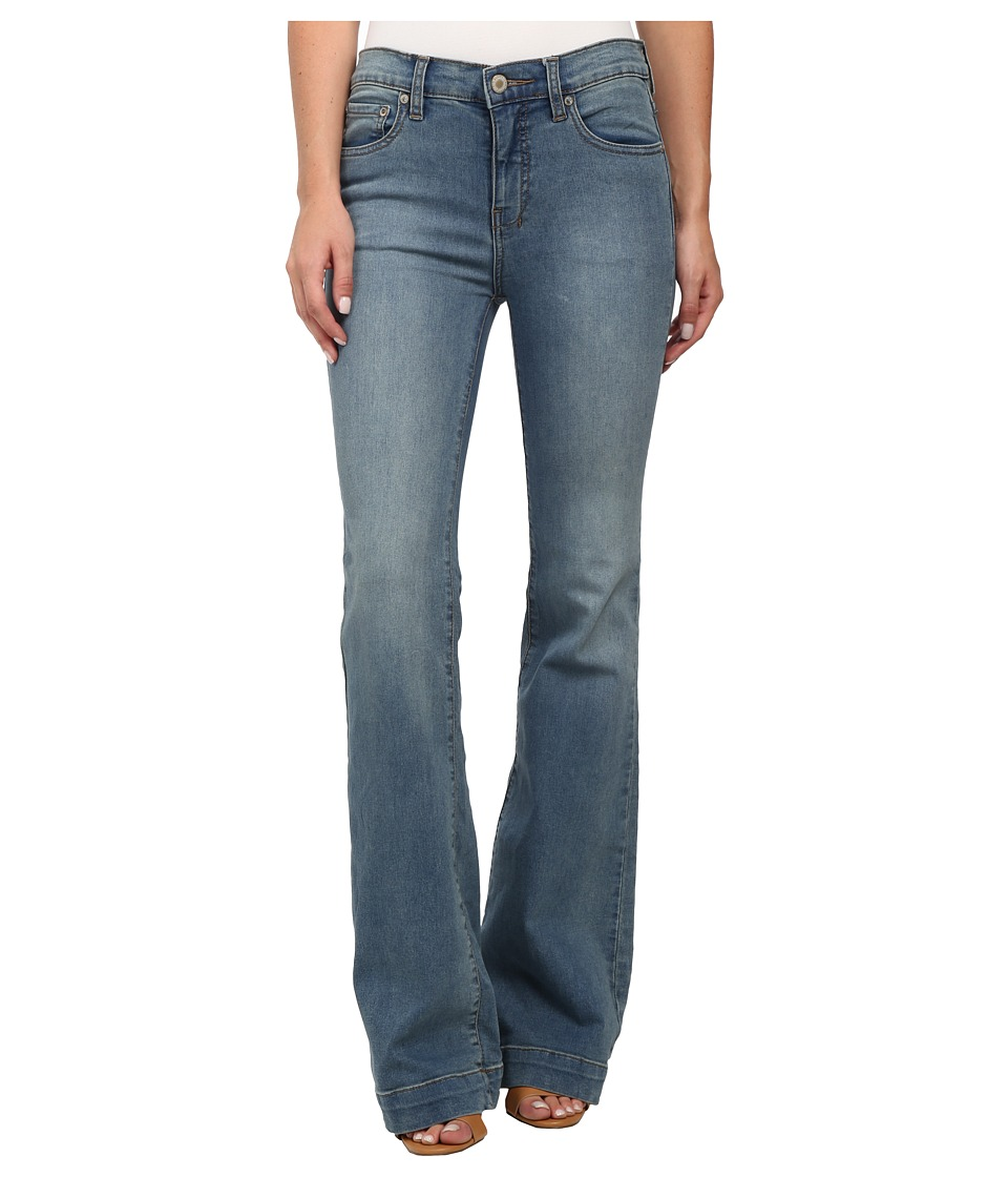 Free People - Gummy Denim Clean Mid Rise Flare (Stevie Wash) Women's Jeans