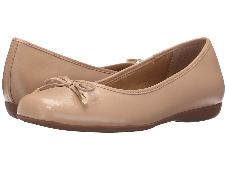 Trotters - Sante (Nude) Women's Slip on Shoes