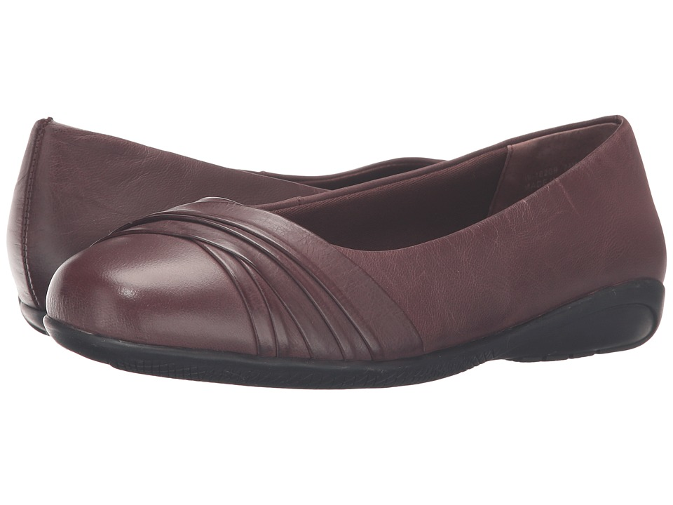 Walking Cradles - Flick (Tobacco Waxy Wash Leather) Women's Slip on Shoes