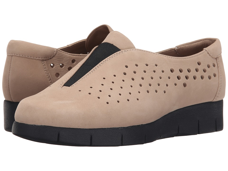 Clarks - Daelyn Summit (Sand Nubuck) Women