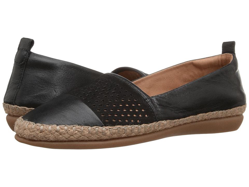 Clarks - Reeney Helen (Black Leather) Women's Flat Shoes
