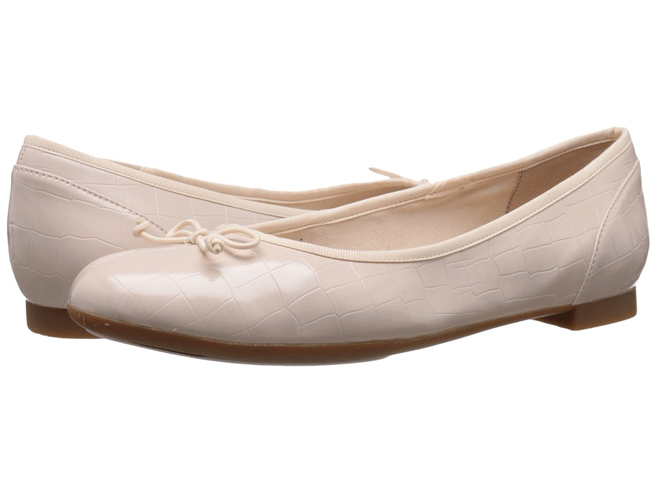 Clarks - Couture Bloom (Nude Pink Croc) Women's Flat Shoes
