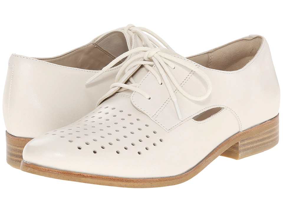 Clarks - Hotel Molly (Off-White Leather) Women's Lace up casual Shoes