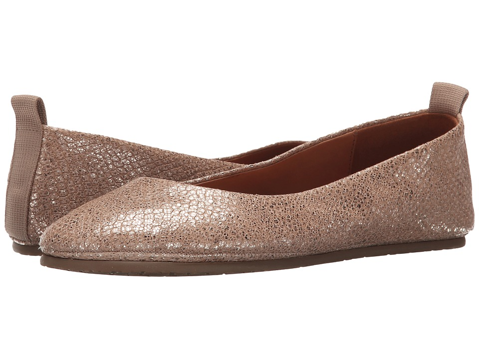 Gentle Souls - Dana (Gold) Women's Flat Shoes