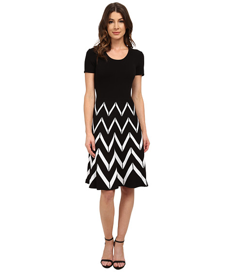 Sangria - Short Sleeve Chevron Stripe Fit and Flare Sweater (Black/Ivory) Women's Sweater