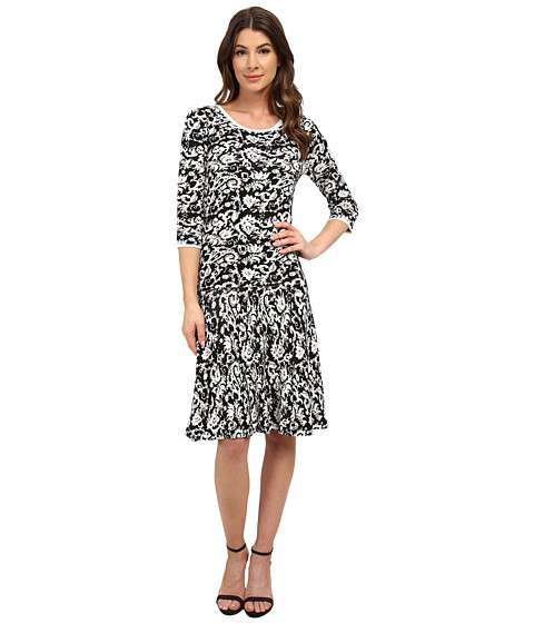 Sangria - 3/4 Sleeve Brocade Print Fit and Flare Sweater (Black/White) Women