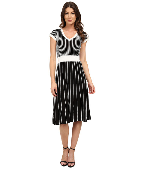 Sangria - Short Sleeve V-Neck Striped Fit and Flare Sweater Knit (Black/White) Women