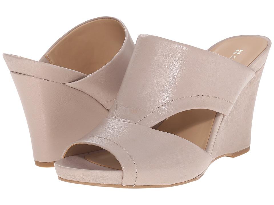 Naturalizer - Bankston (Foggy Grey Leather) Women's Wedge Shoes