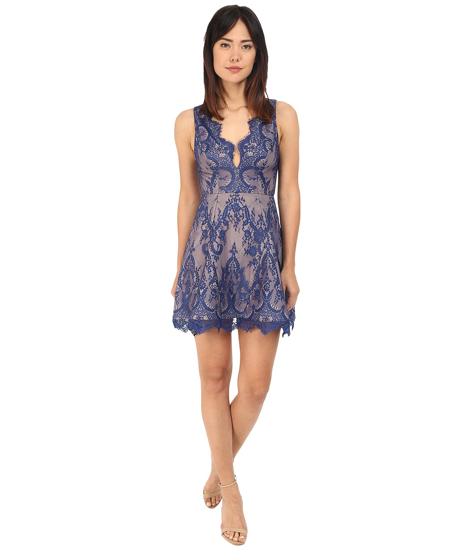 StyleStalker - Island of Love Circle Dress (Blue Velvet) Women's Dress