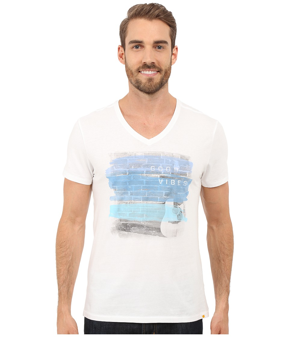 Life is good - Good Vibes Brick Wall Newbury Vee (Cloud White) Men's T Shirt