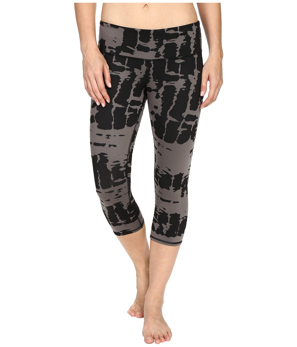 ALO - Airbrushed Capri (Black Tie-Dye) Women's Workout
