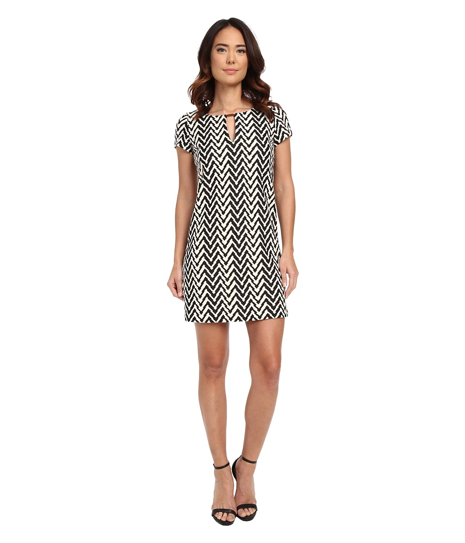 Jessica Simpson Short Sleeve Printed Shift Dress with Metal Neck Detail (Black/White) Women