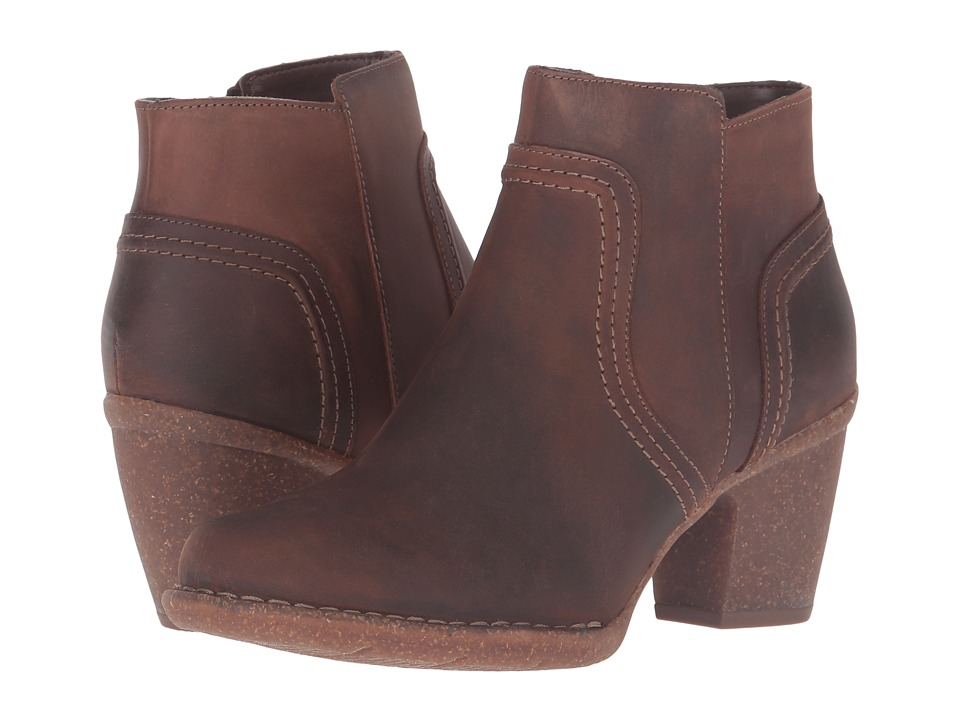 Clarks Carleta Paris (Brown Oiled Nubuck) Women