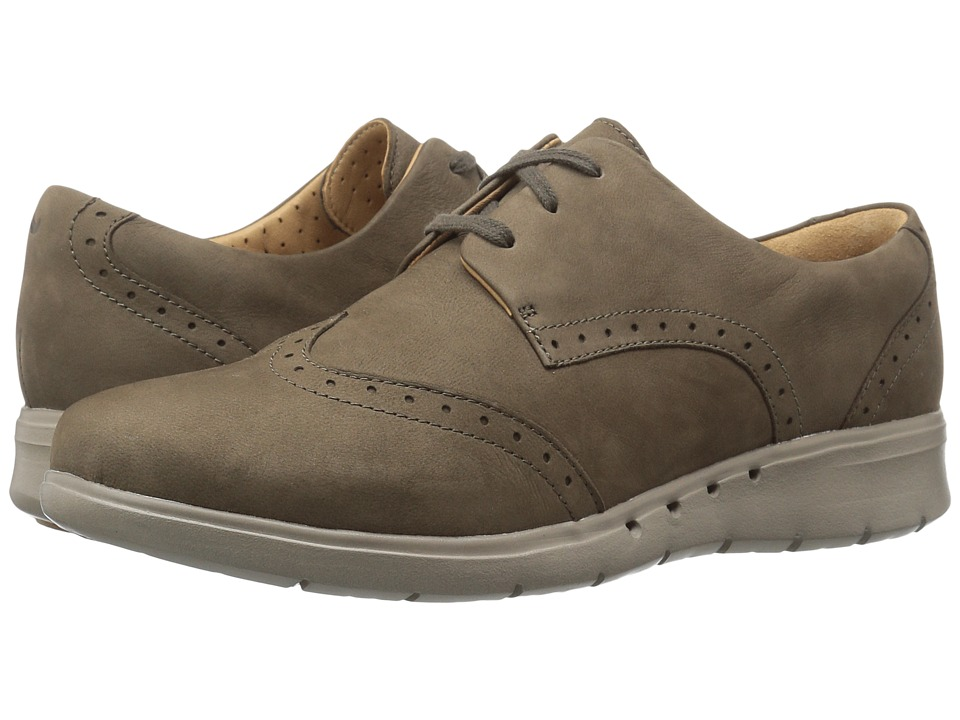 Clarks - Un Hinton (Khaki Nubuck) Women's Shoes