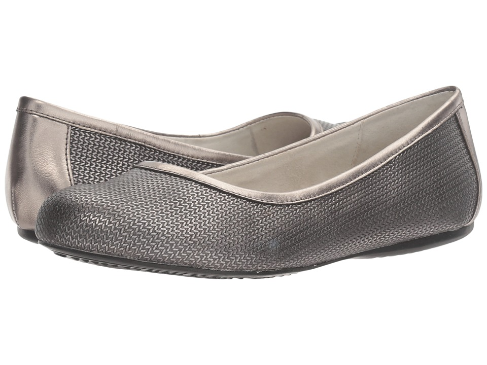 SoftWalk Napa (Pewter Metallic Herringbone Embossed Leather) Women