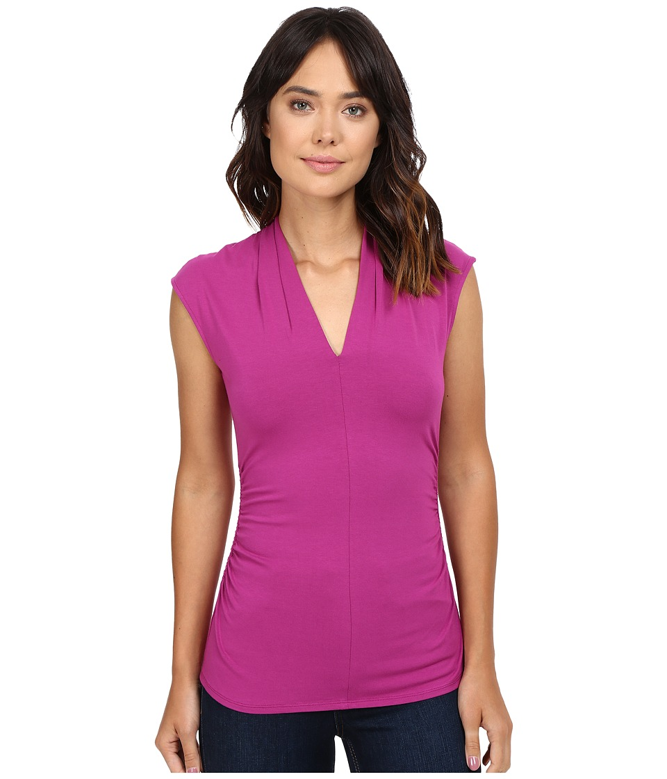 Vince Camuto - S/L Pleat V-Neck Top (Plum Tart) Women's Short Sleeve Pullover