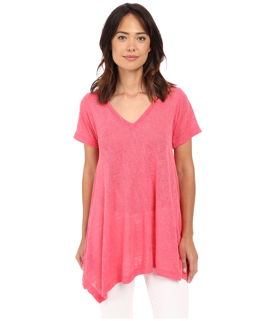 Nally & Millie - Short Sleeve V-Neck Sharkbite Tunic (Rouge Red) Women's Short Sleeve Pullover