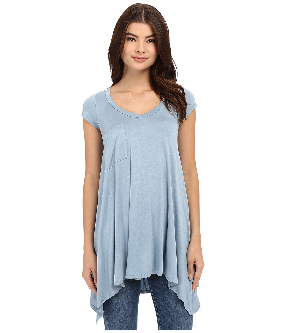 Culture Phit - Aster Sharkbite Hem Cap Sleeve Tunic with Pocket (Spring Blue) Women's Blouse