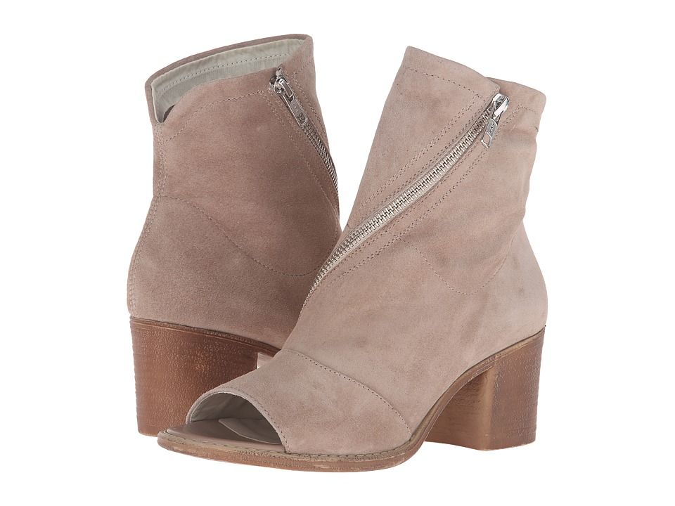 Summit by White Mountain - Fantasia (Desert Suede) High Heels