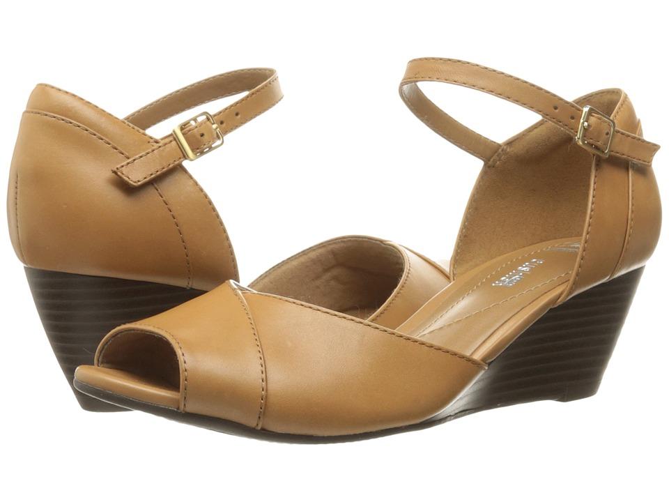 Clarks Brielle Dacy (Light Tan Leather) Women